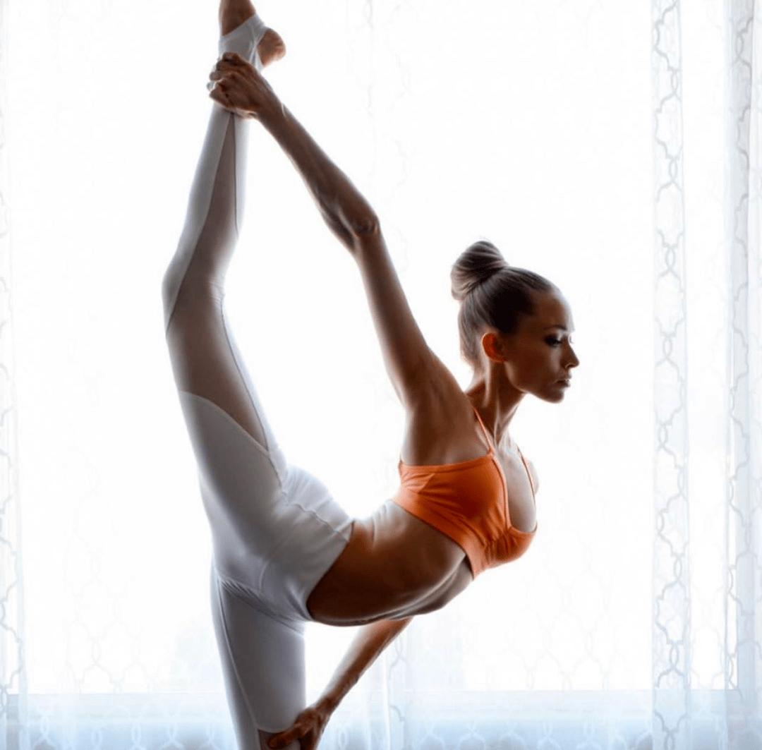 她坚持瑜伽 7 年,生完三胎依旧美如少女