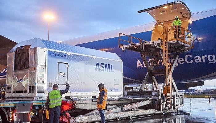 光刻机厂商ASML三季度卖出60部光刻系统,营收高于预期达40亿欧元
