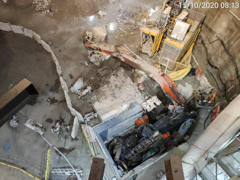 欧洲杯app:香港中九龙干线施工现场发生挖掘机坠井事故(图2)