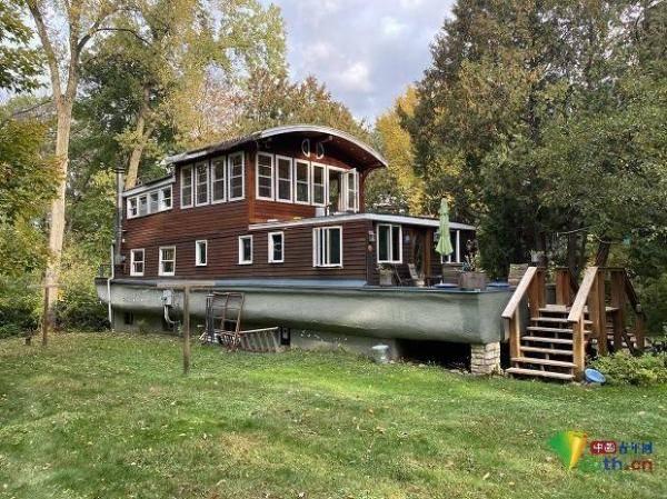 是船还是屋?私人船只改建成乡间别墅
