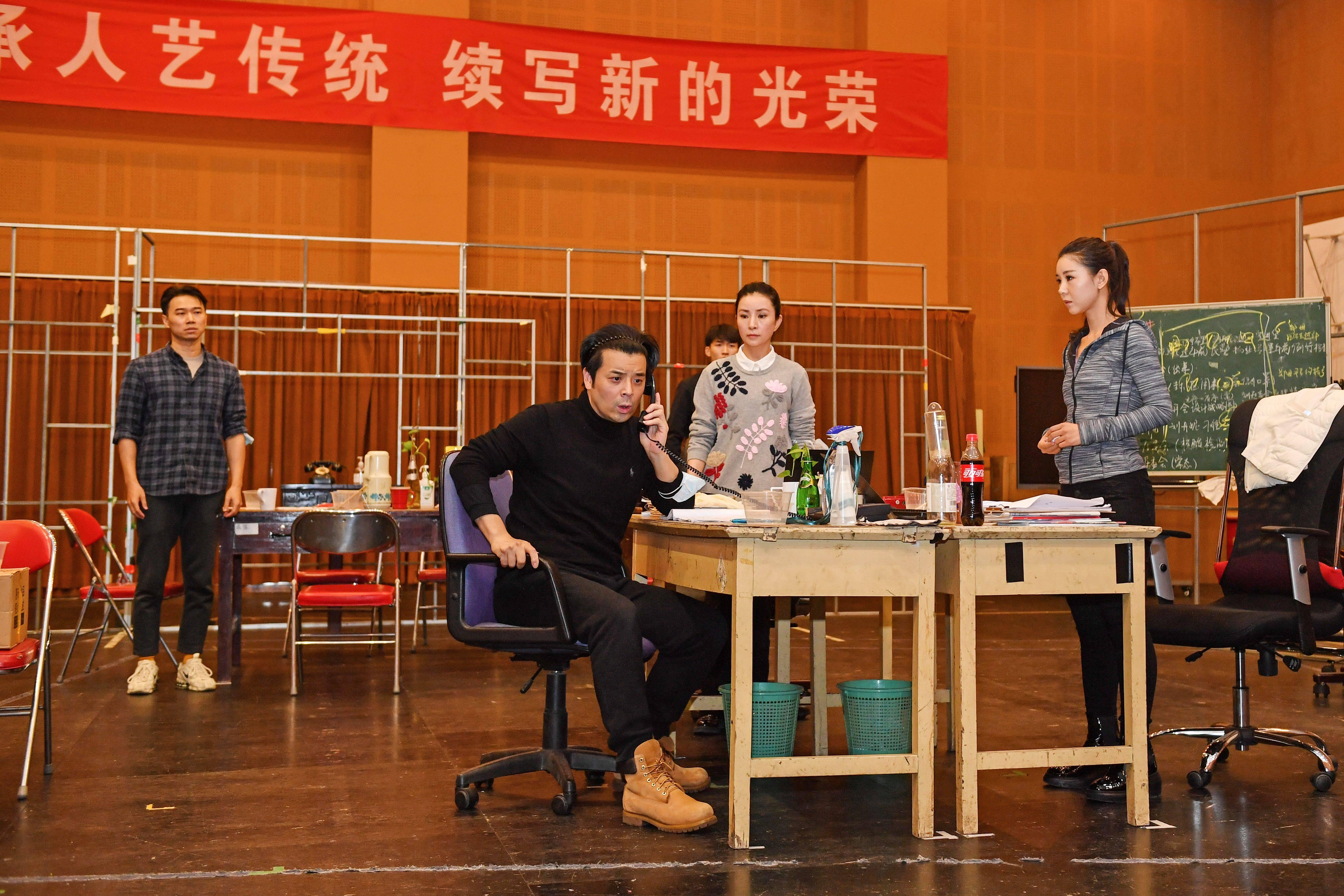 北京人艺抗疫作品《社区居委会》定档双十一,聚焦社区工作者