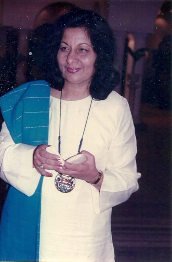 印度第一位小金人得主、著名服装设计师芭努·阿泰亚去世