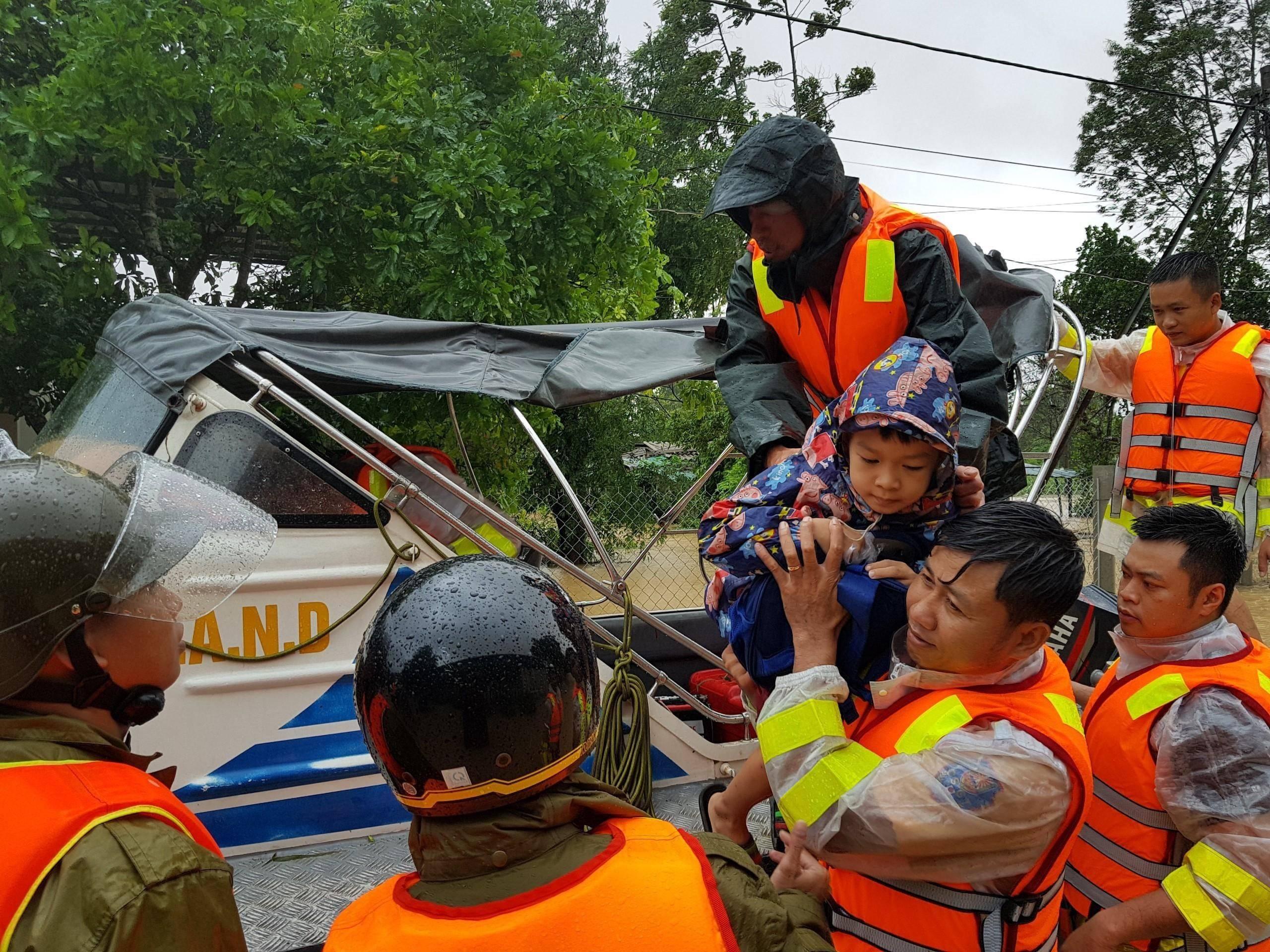 越南北部和中部等地暴雨和台风致62人死亡