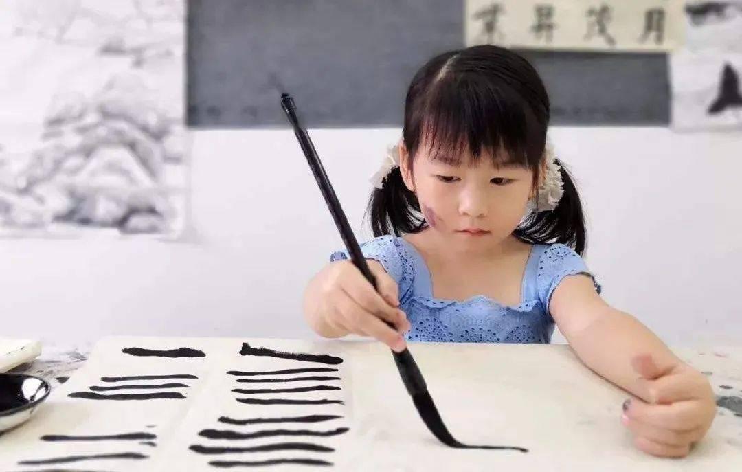 """教育专家:小学提前学习书法,""""童子功""""的优越性越明显!"""