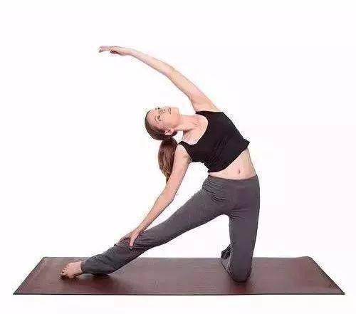 怎么减腰间赘肉?先拉伸身体侧面最重要!
