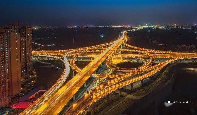 经济总量首位度_2015中国年经济总量