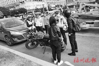 福州交警专项整治大功率摩托车