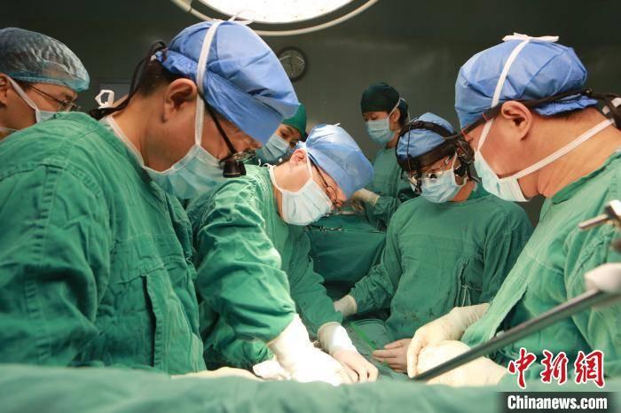 四川开展国内首例正式上市人工心脏植入手术