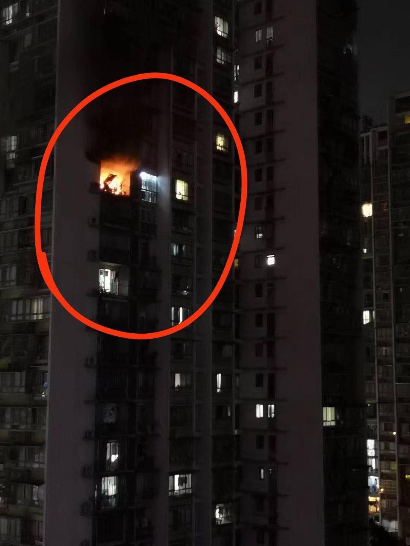 宜宾一小区发生火灾致一人死亡,事故原因进一步调查中