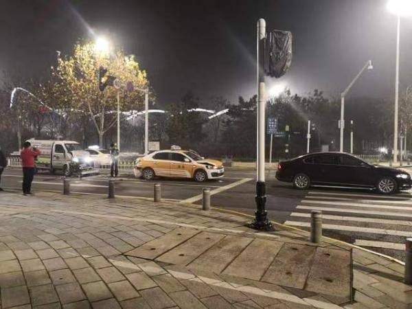 """武汉市首起""""同桌、不同车、同罪""""判决了 同犯危险驾驶罪双双获刑"""
