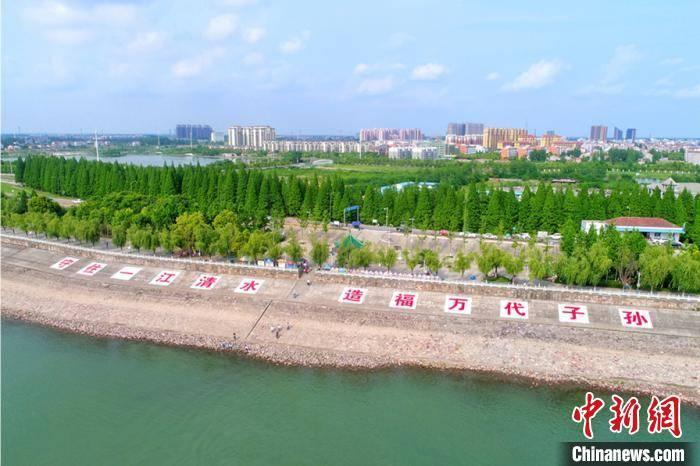 湖北江陵:长江岸线腾退复绿 滨江景观带绵延十里