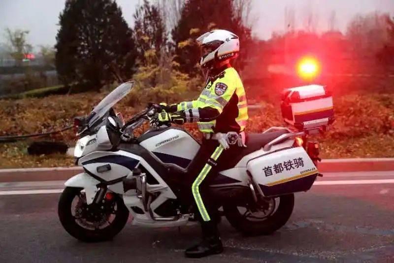 北京新一批铁骑交警上岗执勤,他们将有这些职责
