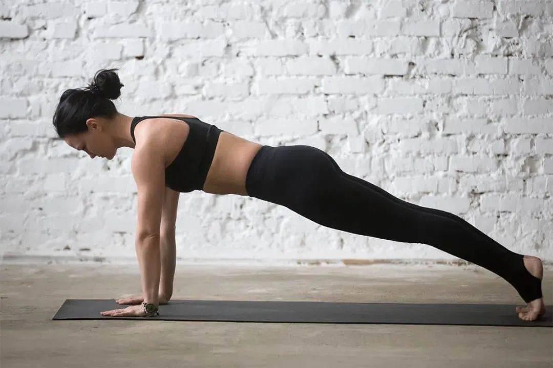 这 4 大瑜伽斜板的经典变体,检验你的瑜伽功底!