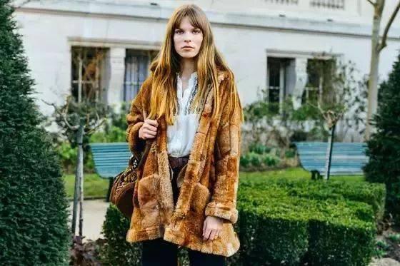除了格纹,这件大衣也很火!