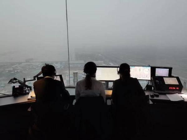 北京两场迎首次降雪启动定点除冰 华北空管局全力保障