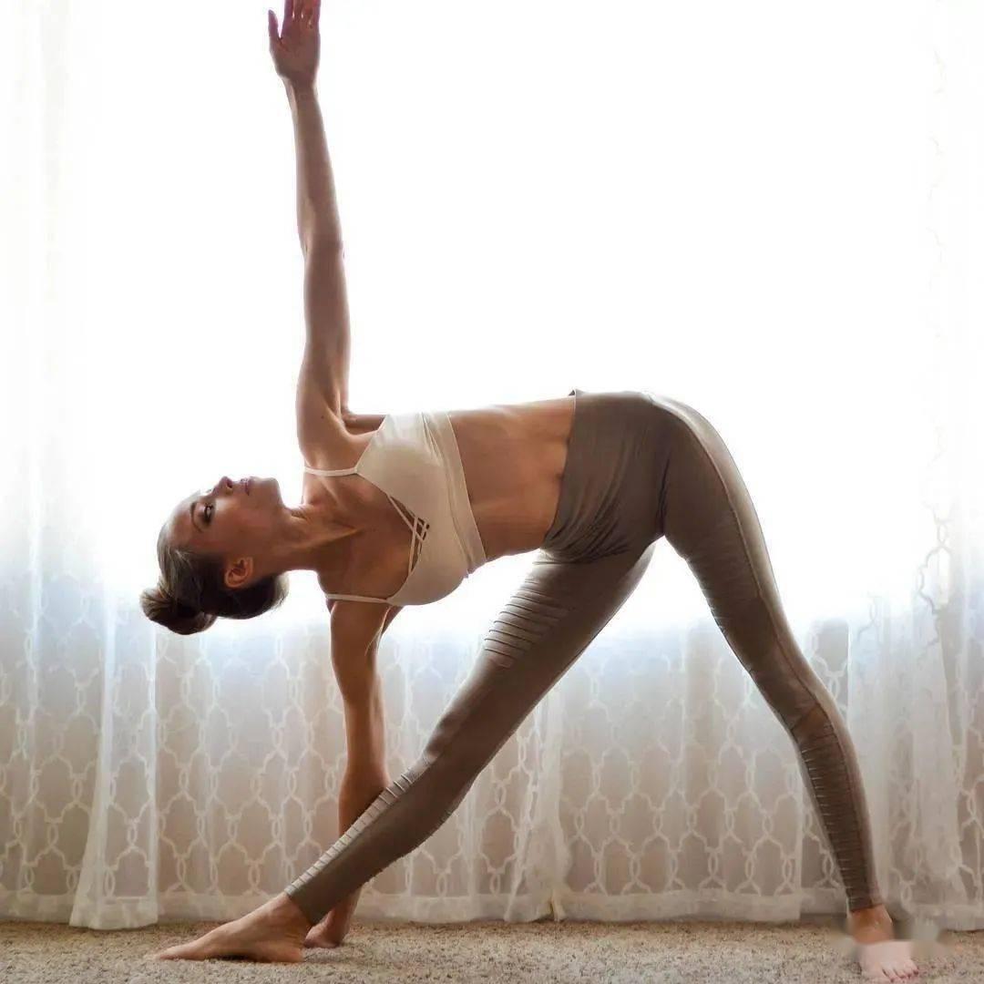 20个入门级瑜伽体式,初学者快收藏练习(附动图)