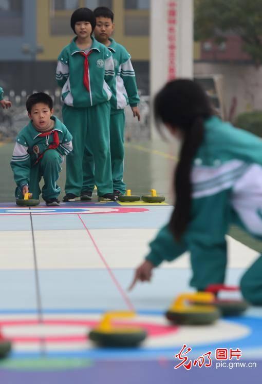 Winter sports popularized in school in Cangzhou, Hebei