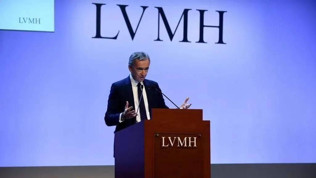 会赚钱的LVMH又世界第一,Balenciaga做游戏还打破了纪录?【每周时报】