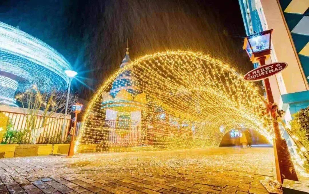 遇见·冰雪圣诞小镇落户上海!圣诞驯鹿、马车、人工降雪、50+唯美圣诞树...