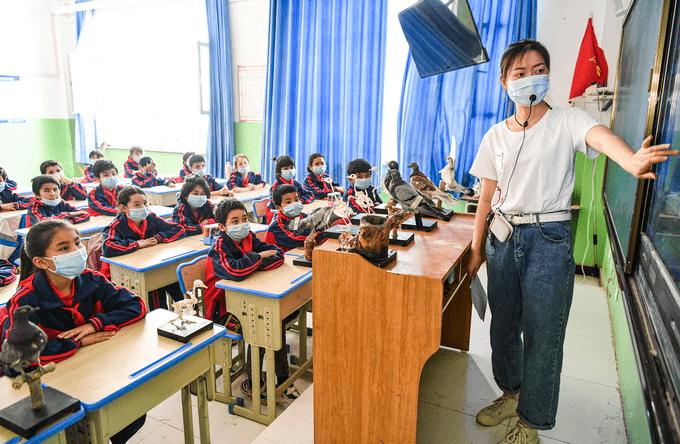 山西发布中小学教师减负清单,不能以微信视频、截图评价老师