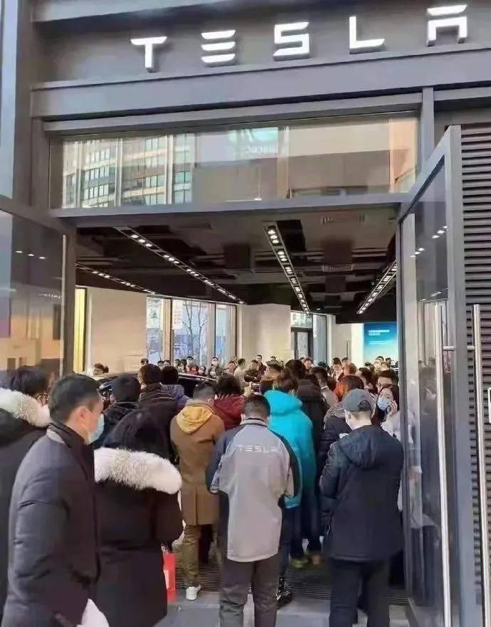 """官网""""崩""""店铺爆!特斯拉暴跌16万,引发疯狂购买浪潮..."""