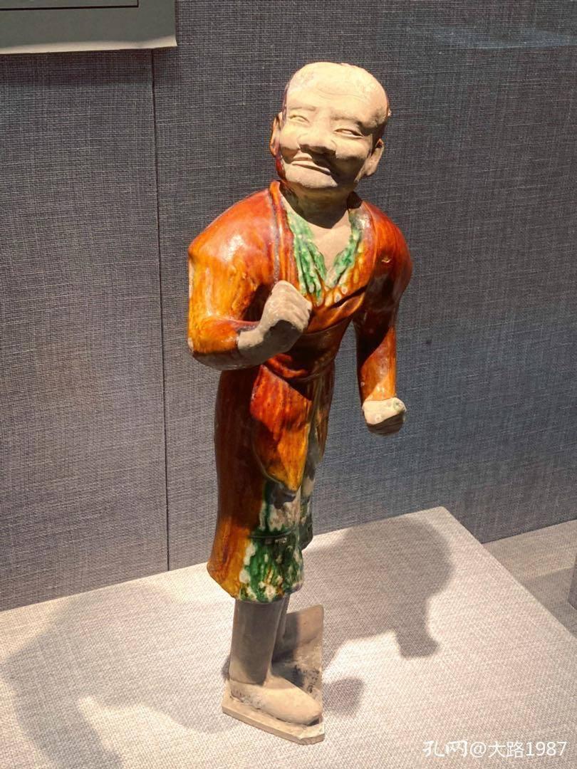在洛阳博物馆看了一下午三彩器