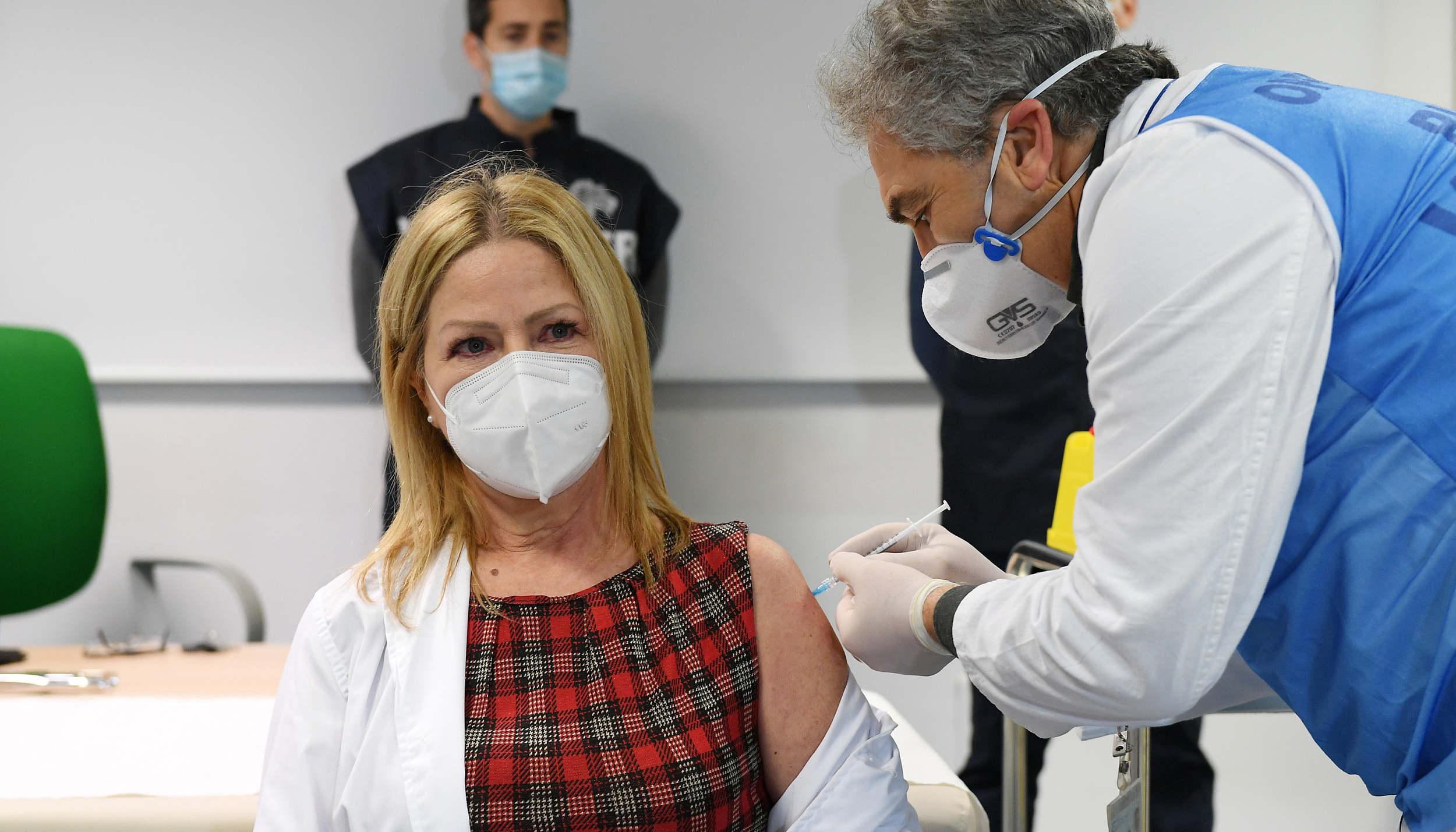 多国考虑推迟或取消第二针新冠疫苗,让更多人先打上第一针更重要?