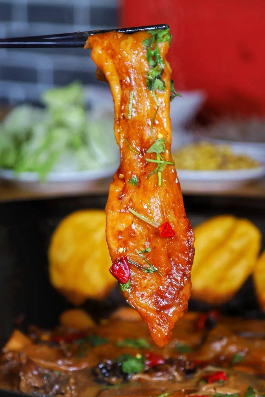 12年老店!这家老味铁锅炖味道真绝了!人均20+,铁锅炖鱼、铁锅炖鸡、粘卷子、贴饽饽…天津人就好这口儿!