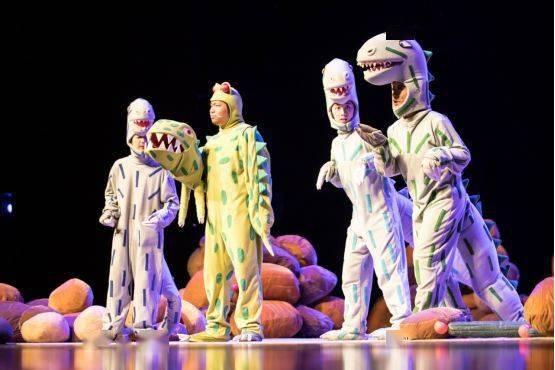 大型恐龙主题实景童话剧《你看起来好像很好吃》绘本上的故事来看吧!  第8张