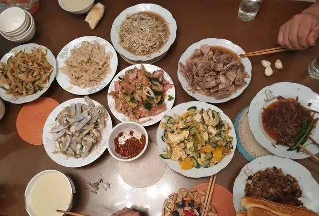 """餐桌上常见3""""食物"""",比烟酒更易损伤睡眠,就算再爱吃也要忌口"""