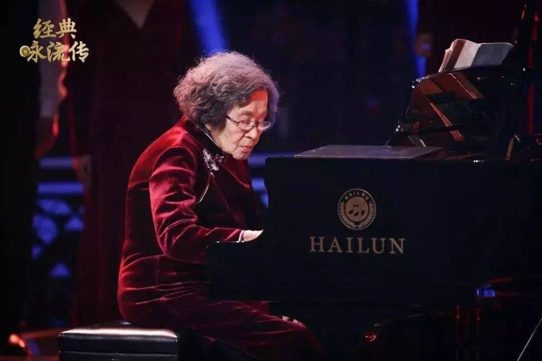 弹钢琴与长寿有关系吗?有!很大关系!