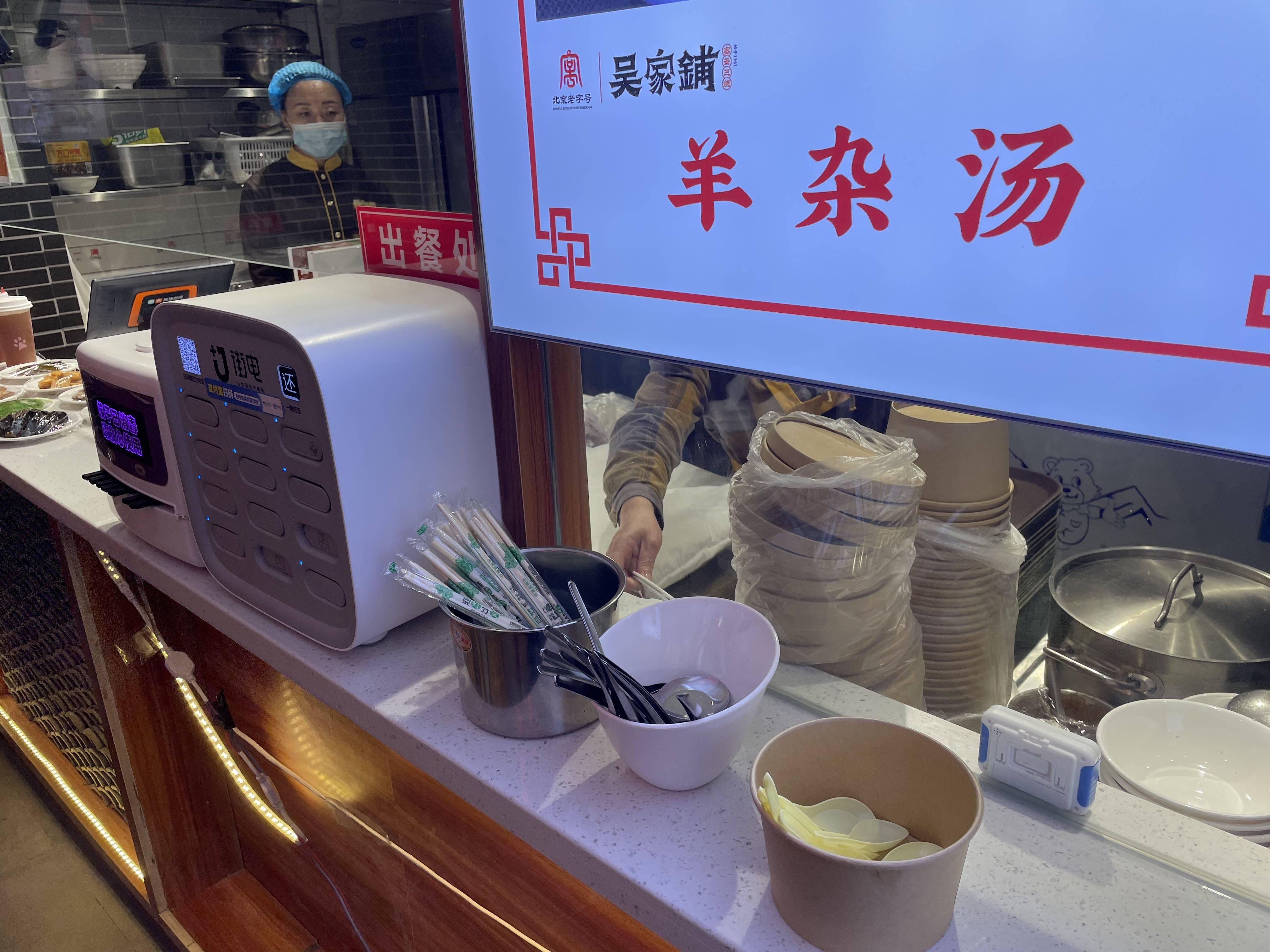 争鲜、小恒水饺等仍用不可降解塑料袋,有餐饮