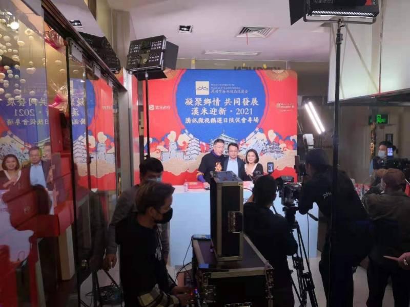 陕西省农业产品在深圳市直播带货引30多万群众看热闹