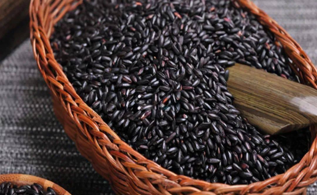 """买黑米,如何分辨""""染色米""""?牢记5点,一眼认出假黑米,不上当"""
