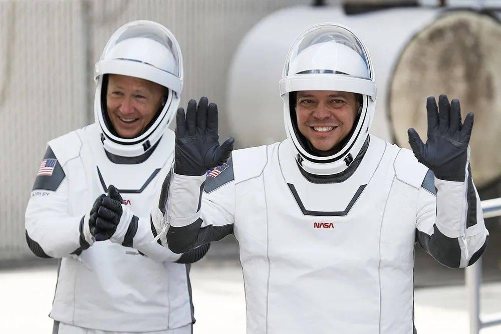 特斯拉狂降16万,飞船炸了一次又一次,这个单挑太空的男人到底多牛?  第10张