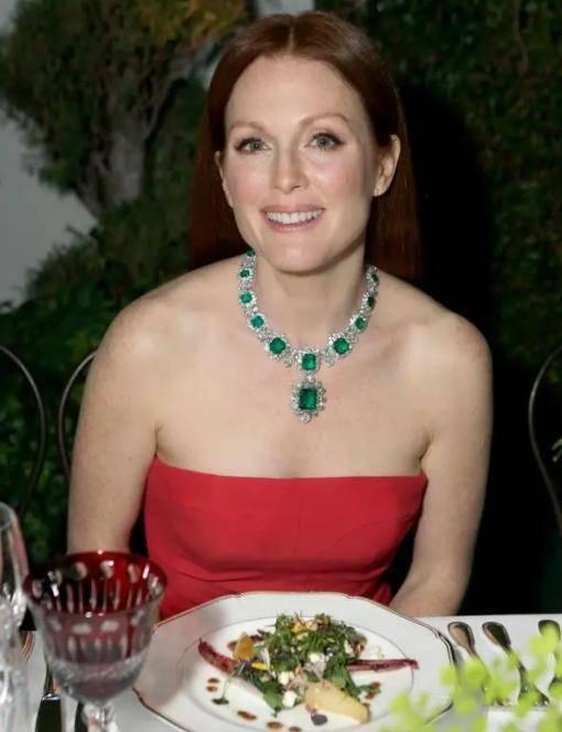 49岁黎姿要天顺平台复出了?她戴的这套4000万珠宝才是传奇