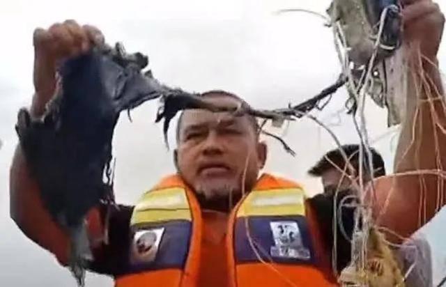 突发!印尼一波音737客机坠毁,中国驻印尼使馆:正在核实是否有中国公民