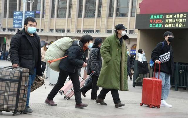 疫情形势依然严峻复杂,今年春节能否回家过年?多地这样建议