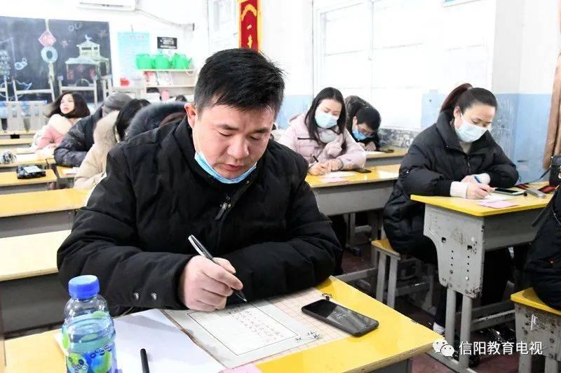 """潢川县举办首届教师""""三笔字""""比赛和学生钢笔"""