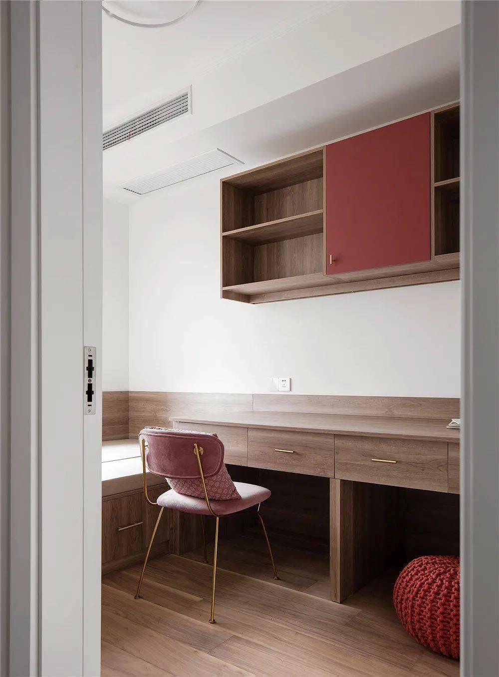 119㎡三居室,红色系与蓝色系混搭,装出不一样的既视感
