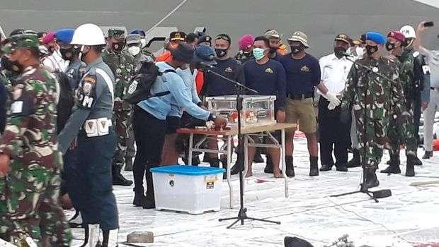 印尼海军找到失事客机黑匣子 已送达雅加达丹绒布禄码头