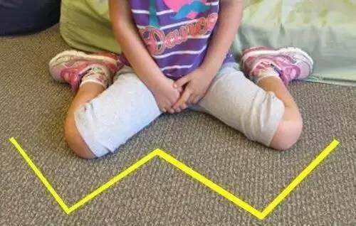 这三种坐姿虽然可爱,但是会影响骨骼发育,请大家赶紧改正!