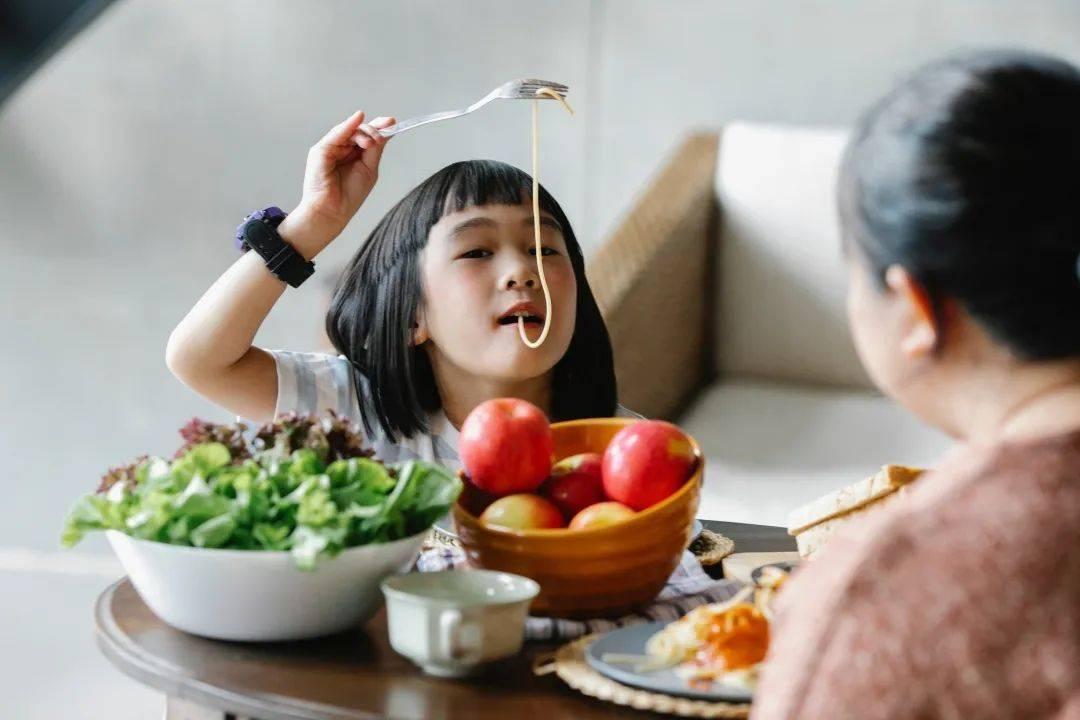 培养宝宝自主进食,千万别错过这个黄金时间段!