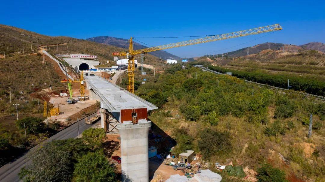 弥勒至蒙自铁路最长隧道贯通!