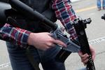 """拜登宣佈限制美國""""幽靈""""槍,計劃對付攻擊性武器"""