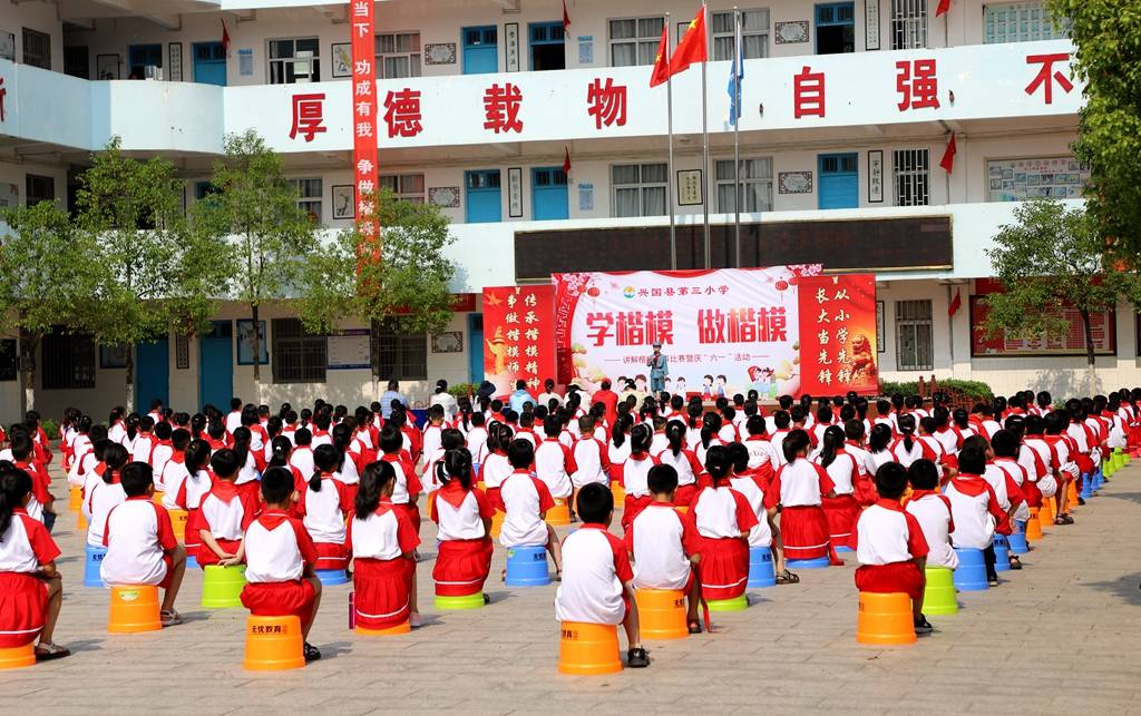 學楷模、做楷模-江西興國三小舉行講解楷模故事主題比賽