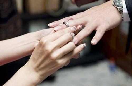 爱一个人才不会在乎婚戒是不是钻石,比利时魔星钻也可以很好的爱她