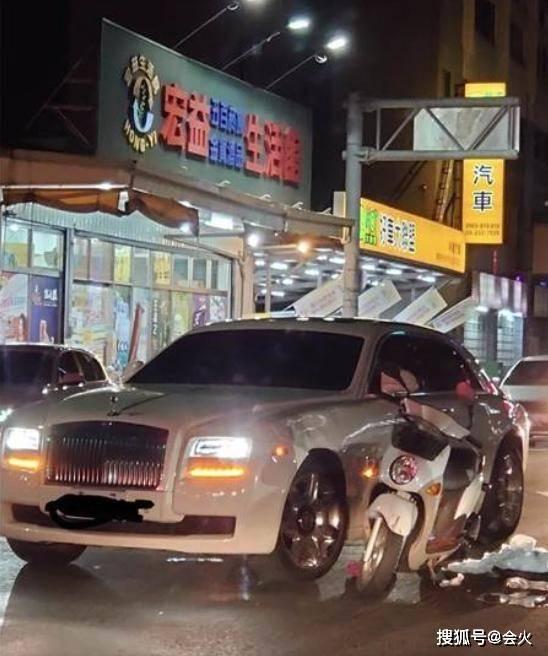 700万豪车被撞毁!车主身份为台湾知名女星老公,大手一挥不用赔?
