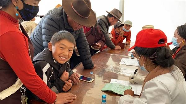 格桑公益基金会再进甘孜藏区送爱心