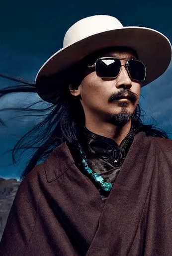 西藏不产绿松石,为什么人人都戴绿松石?